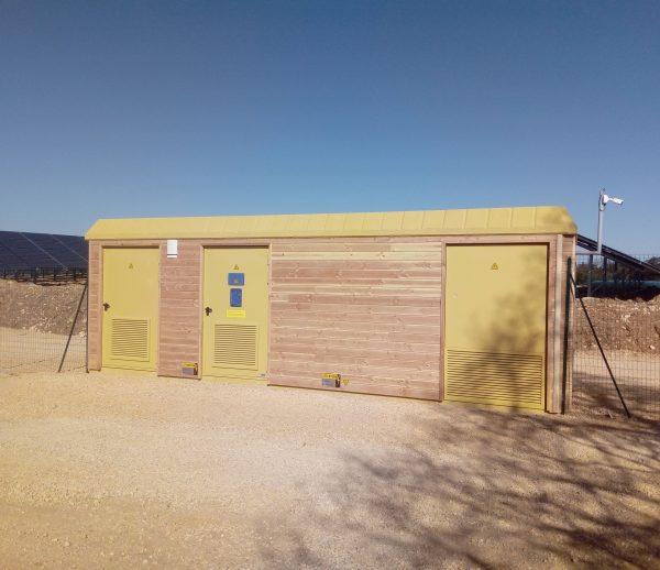 Habillage en douglas Poste de transformation centrale photovoltaïque